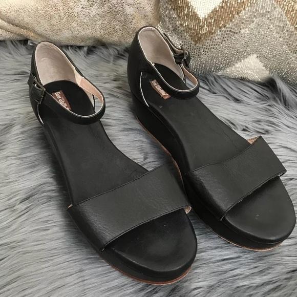 94c2cb110840 Anthropologie Shoes - Anthropologie Gee Wawa Daisy Platform Sandals Sz 9